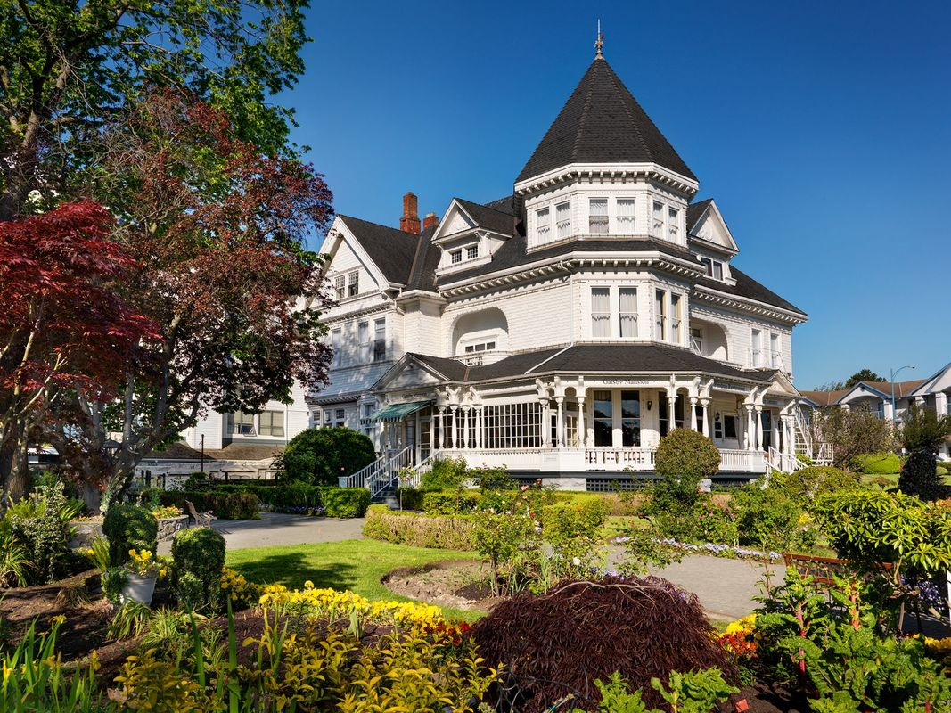 Exterior Shot of the Pendray Inn and Tea House. A Modern Day Victoria BC Bed and Breakfast